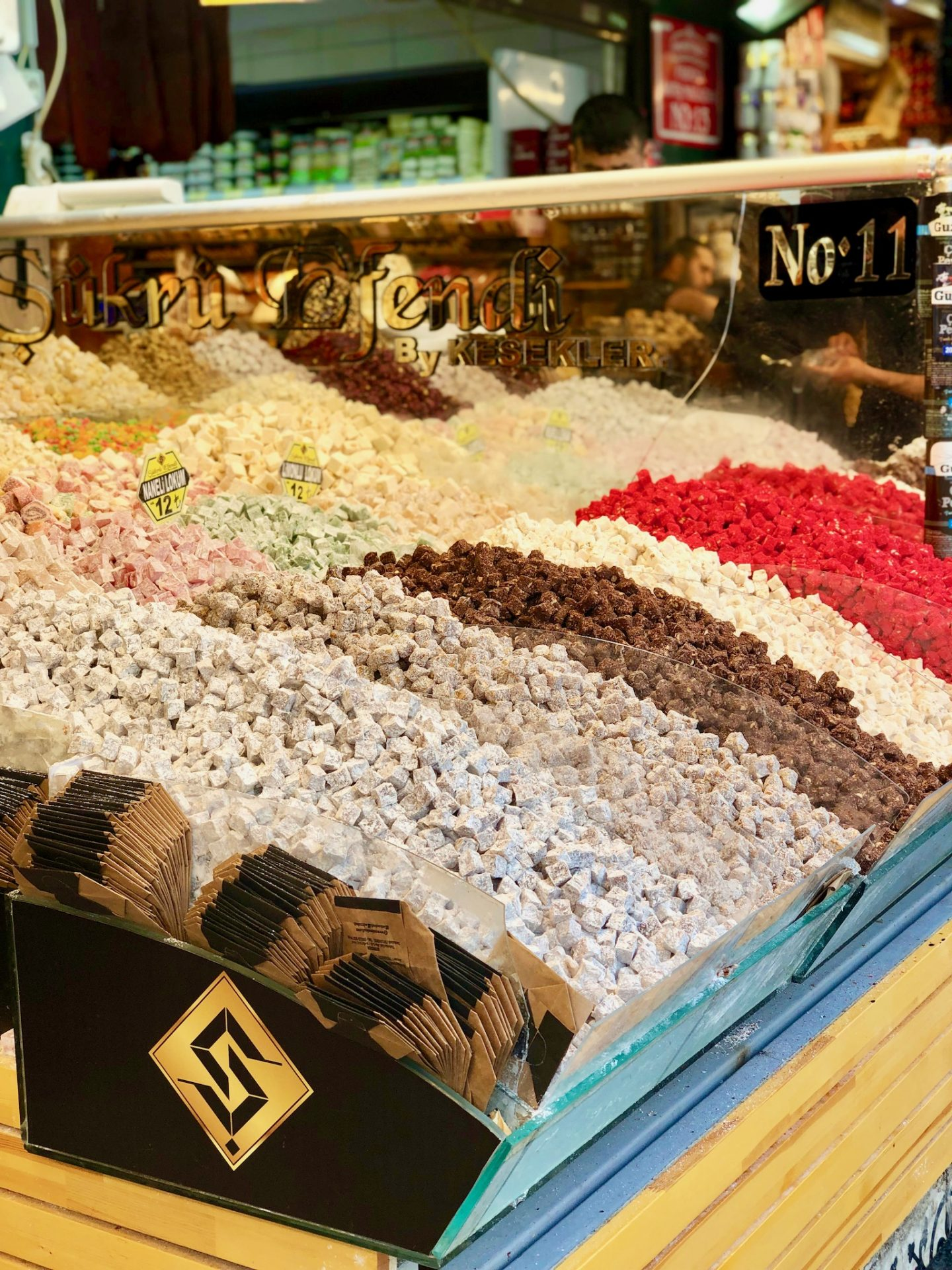 48 hours weekend in istanbul: Buckets of turkish delight in the markets