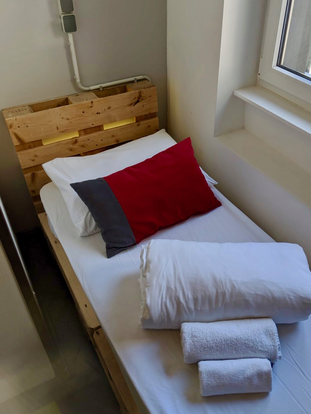 swanky mint hostel zagreb review: single bed