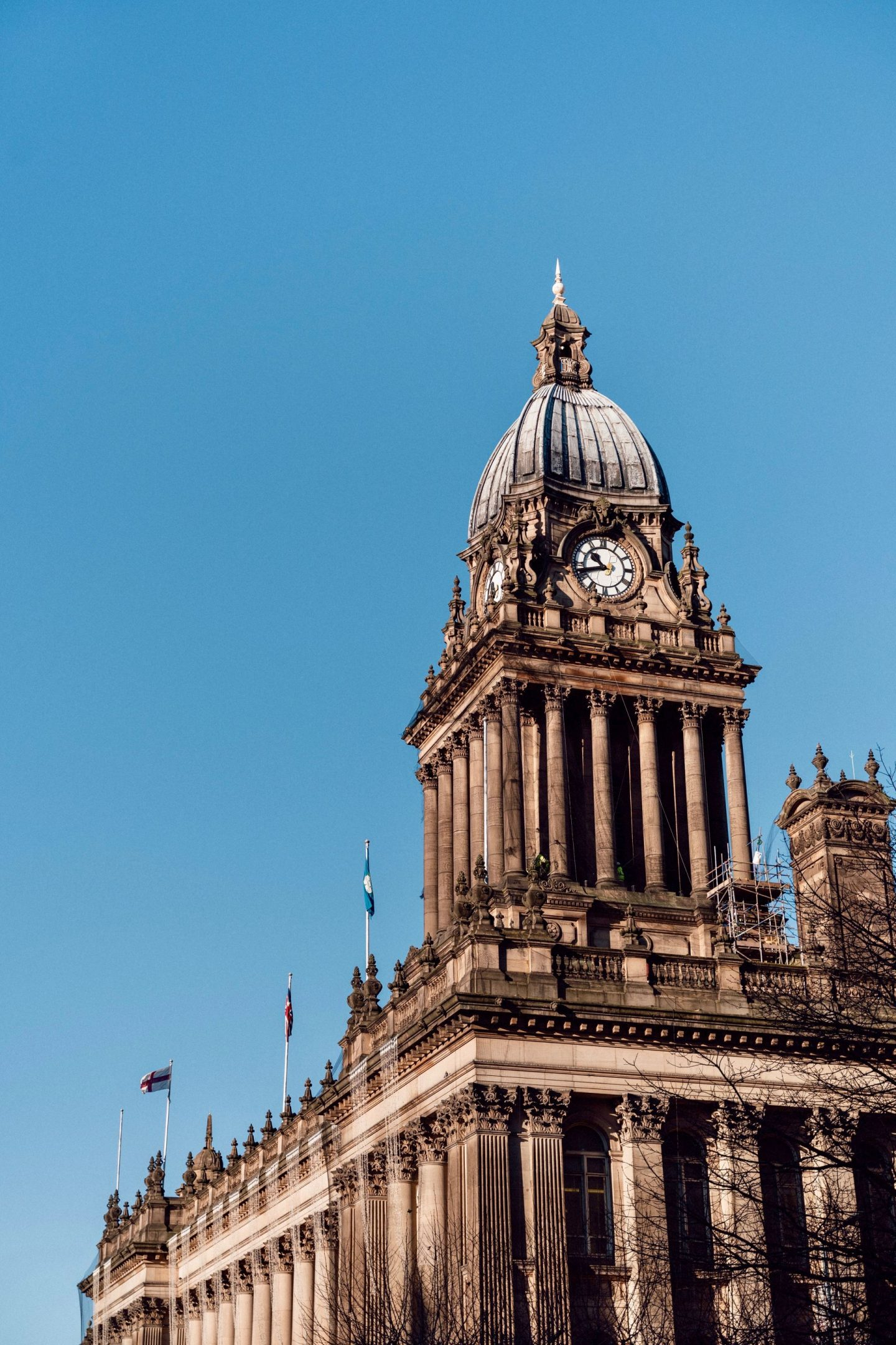 Things to do in Leeds city centre- an image of Leeds town hall taken from ground level, showing the tower against a clear blue sky