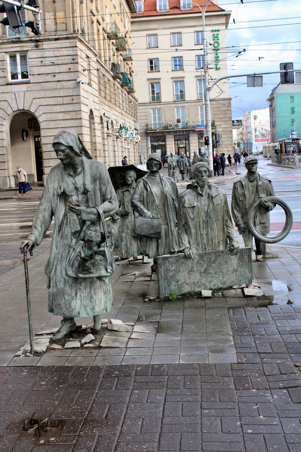 things to do in Wrocław: the monument to the anonymous passerby